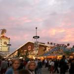 Bierzelt im Sonnenuntergang, Oktoberfest © Michael Nagy, Presseamt München