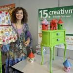 Die Ausstellerin Grafista Martina Landtau präsentiert ihre Kreationen