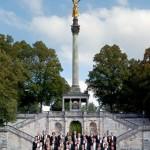 Die Musiker vor dem Felbert Reiter in München