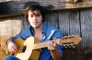 Sänger Robert mit Gitarre