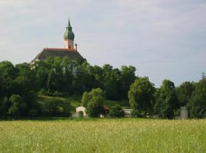 Blick auf das Kloster Andechs bei wundervollem Wetter