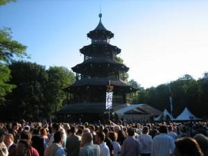 Kocherlball im Englischen Garten (Chin. Turm)