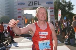 Joey Kelly beim Köln Marathon 2007 und Anfang 2012 auch in der Tonhalle in München mit seinem Live-Programm Hysterie des Körpers