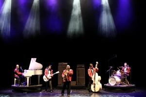 Die Revue Show Lollipop versetzt das Publikum mit Musik von den Firebirds zurück in die 50er und 50er Jahre