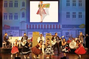 Bei der Revue Show Lollipop versetzen die Firebirde und Candy Girls das Publikum zurück in die 50er und 60er Jahre