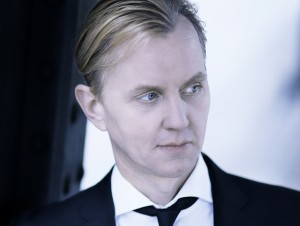 Max Raabe spielt Ende März zusammen mit dem Palast Orchester in der Philharmonie im Gasteig in München