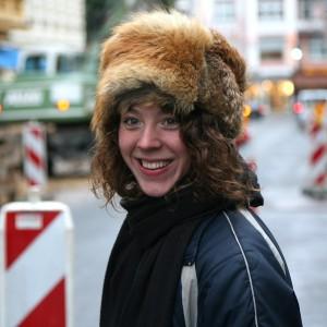 Johanna Zeul teilt sich bei der kleinen Volksrevue der Königinnen die Bühne mit Nora Gomringer