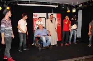 Der Verein FC Wakcer München führt ein Theaterstück auf