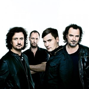 Die Rockband Blackmail spielt im Club Strom